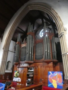 St Andrew's URC Church organ