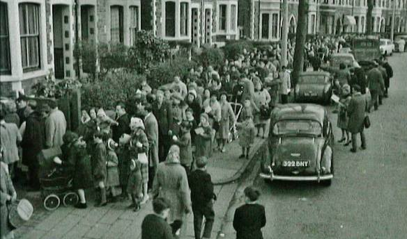 Long queues at Richmond Road Cardiff for smallpox vaccination in 1962