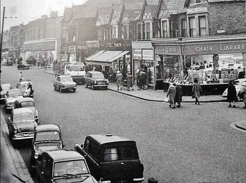 1964 Albany Road.  Chain Library was at No.84, corner of Alfred Street.