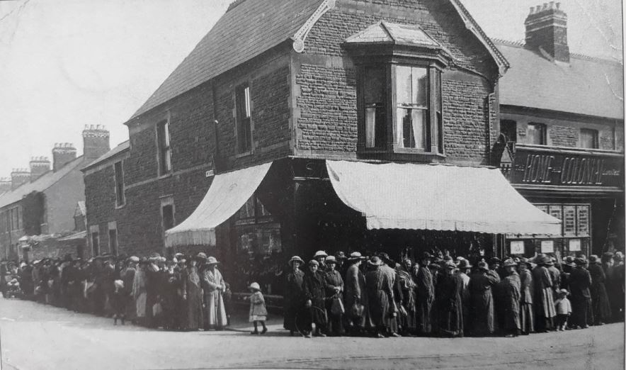 Food rationing queues outside Home and Colonial Stores No13 in 1914