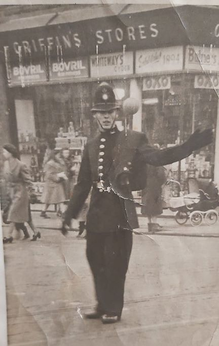 Five Ways Junction on Albany Road - Pic from Owen Williams on FB of his Dad. But Griffin's Strors was at No38 by Albany Rd School