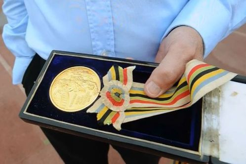 1Lynns-medal